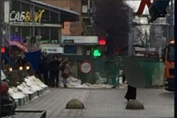 86d5eb24e18 Moscou   une femme arrêtée tenant la tête décapitée d un enfant
